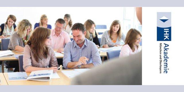 """Entdecken Sie jetzt die Praxisseminare der IHK München und Oberbayern. Bilden Sie sich neben dem Beruf weiter oder schlagen Sie neue Wege ein. Wie zum Beispiel mit der berufsbegleitenden Lehrgang zur """"Geprüfte/r Bilanzbuchhalter/in IHK""""."""