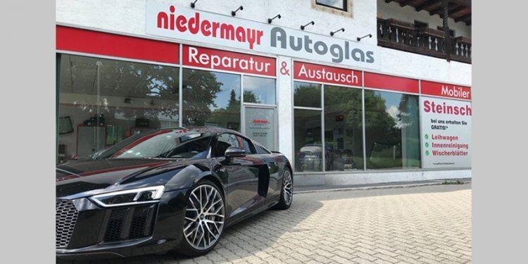 Finden Sie den Rundum-Service bei Autoglas Niedermayr in Stephanskirchen. Reparatur & Austauch, kostenloser vor-Ort-Service und Steinschlagreparatur.